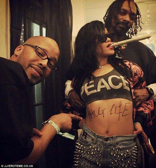 Rihanna and Snoop celeb stoners